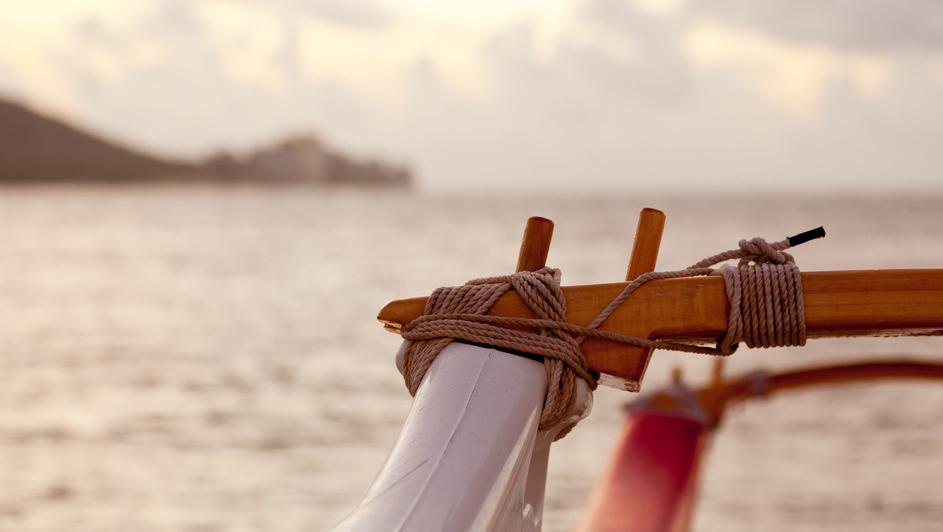 photodune-1530225-close-up-of-traditional-canoe-s1